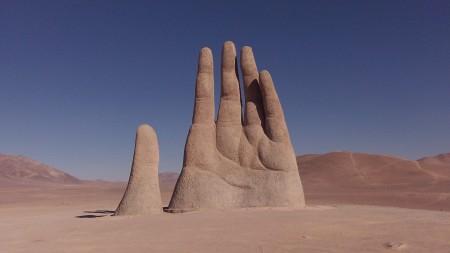 Socha Hand of Desert