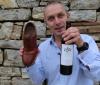 VIDEO Jak otevřít víno levou zadní – botou