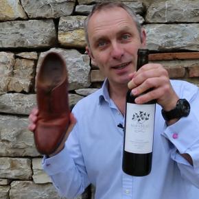 VIDEO: Jak otevřít víno levou zadní – botou
