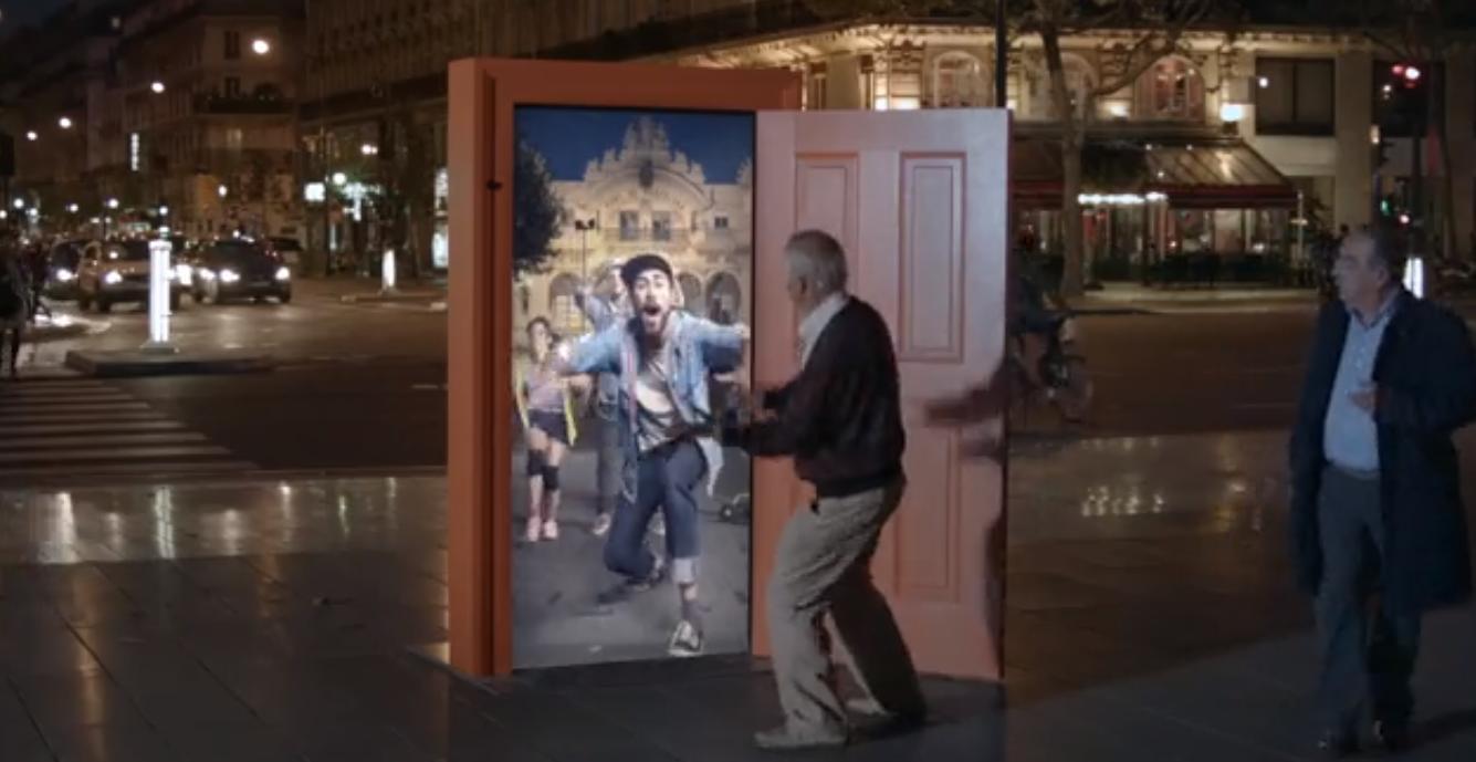 VIDEO Projděte dveřmi do jiných měst