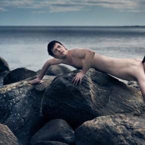 Tenhle fotograf fotí sám sebe v roli šílených zrůd