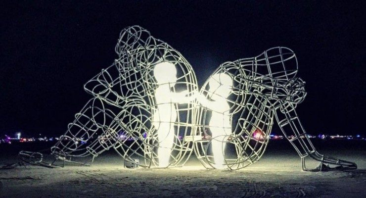 mots de mini-Z - Page 15 Burning-man-festival-adults-babies-love-aleksandr-milov-ukraine-3-740x400-740x400