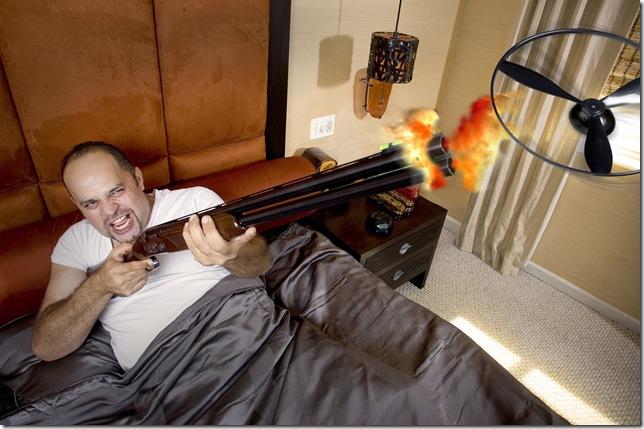 Pán, střílející na létající budík